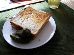 Photo: ただのパン二枚に見えるが中に具が入っている 2008. Tokyo, Ricoh GR DIGITAL, GR LENS F2.4/28.