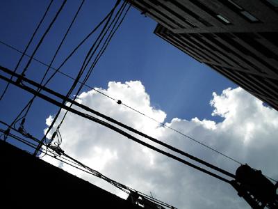 Photo: 春の空 Tokyo, 2006. Contax i4R, Carl Zeiss Tessar T* F2.8/6.5.