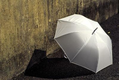 Photo: 真っ白な雨傘 2003. Kamakura, Japan, Contax RX, Carl Zeiss Planar T* 1.4/85(MM), Kodak EB-3
